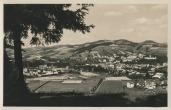 Pohled od Žambošky na sportoviště za Thonetovou továrnou