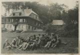 Turisté u chaty na Vsackém Cábě